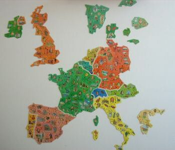 Carte Europe Savane.Collection Kinder Panini Feves Magnets